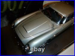 AUTO Art a scale model of a James Bond Aston Martin DB5, boxed