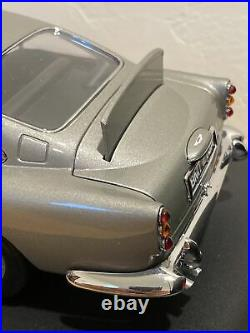AUTOart 1/18 SCALE ASTON MARTIN DB5 JAMES BOND 007 GOLDFINGER DIECAST MODEL CAR