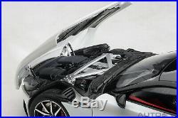 AUTOart 70266 Aston Martin DB11 (Morning Frost White) 118TH Scale