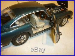 A Danbury mint scale model of a 1964 Aston Martin DB5 GT