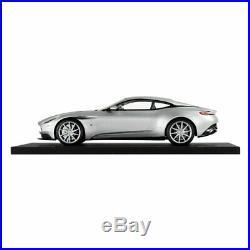 Aston Martin DB11 118 SCALE MODEL Lightning Silver