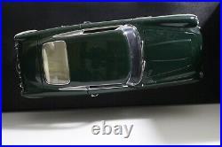 Aston Martin DB5 Coupe Green Auto Art 118 Scale 70023