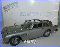 + B Danbury Mint 124 Scale James Bond 007 Aston Martin Db5 Car Read Description