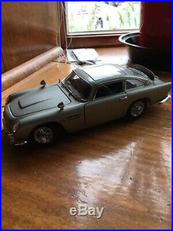 Danbury Mint 1/24 1964 Aston Martin DB5 James Bond 007 Scale Diecast Model 124