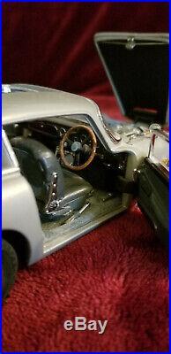 Danbury Mint James Bond 1964 Aston Martin DB5 124 scale