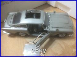 Danbury Mint James Bond, Aston Martin DB5, 1/24 Scale Replica