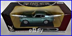 Road Signature Deluxe Edition 1961 Aston Martin DB4GT Zagato Scale 118